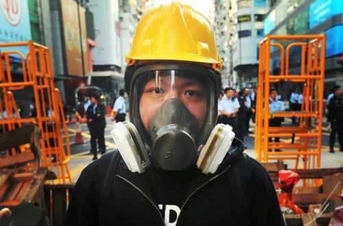 Sử dụng mặt nạ phòng độc giúp chúng ta tránh các tác hại từ khí độc từ môi trường ô nhiễm